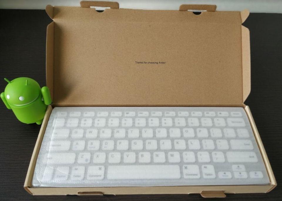 anker ウルトラスリム bluetooth ワイヤレスキーボードのデザイン綺麗に加工されている「内箱」