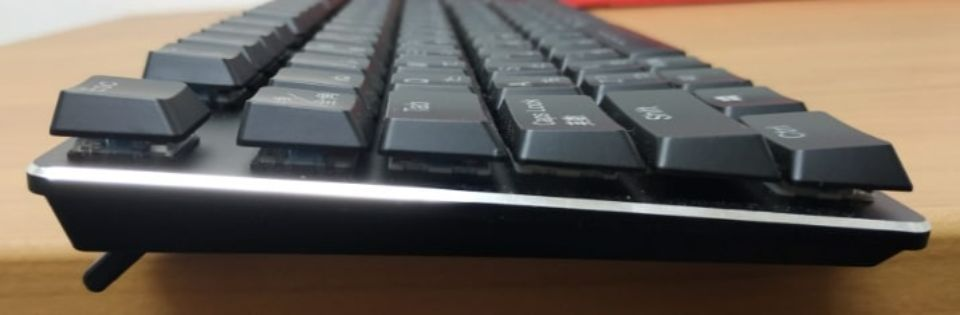 Havit メカニカルキーボード「HV KB395L JP」の側面