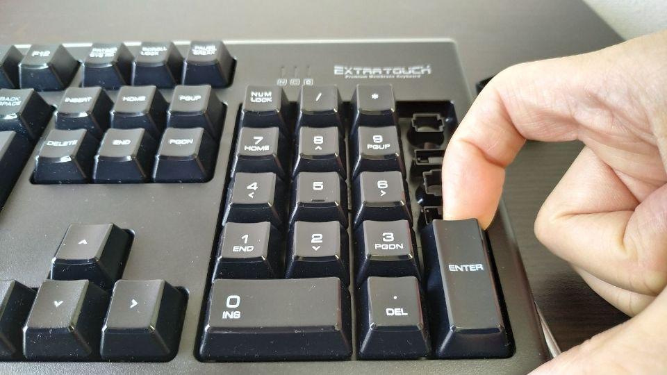 キーボードの外し方と分解 メンブレン:静電容量無接点方式 素手