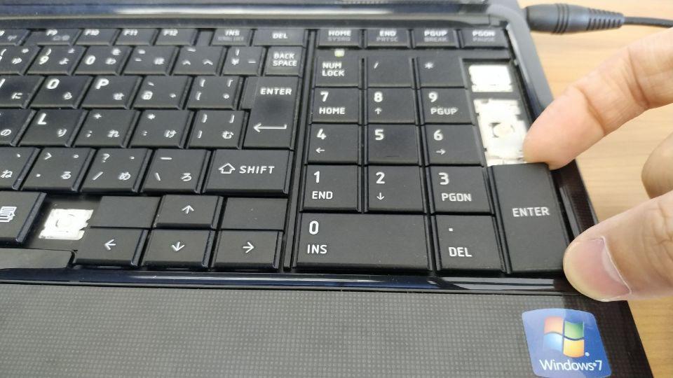 キーボードの外し方と分解 パンタグラフ 素手