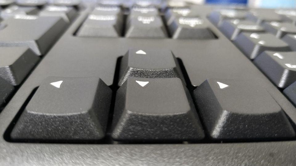 ロジクール k270のデザイン 若干中央にくぼんでいるキースイッチ2
