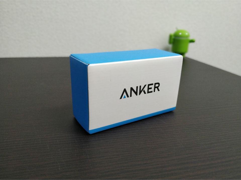 Anker Power CoreSpeed 10000 QC 白と青をベースとした外箱