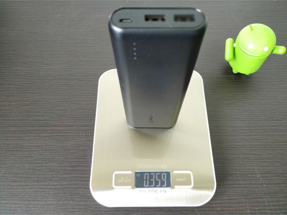 Anker「PowerCore 20100」の重量確認