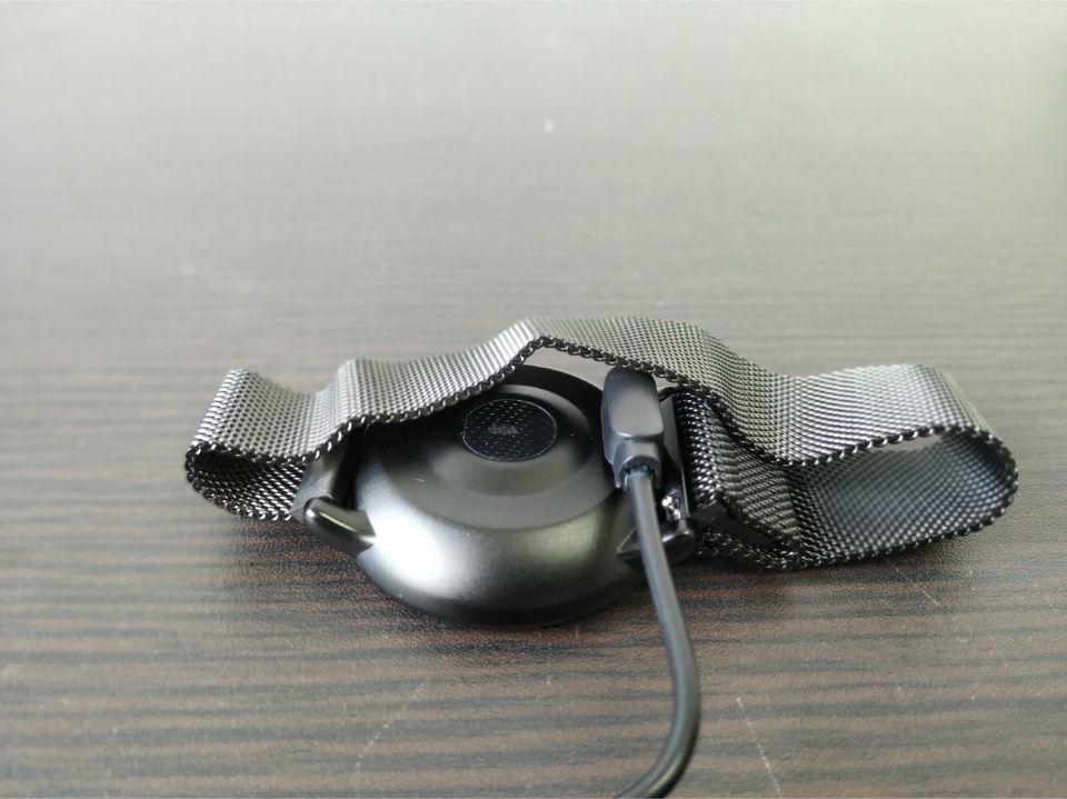 「UMIDIGIU Uwatch 2」マグネット式の「充電」はめっちゃ簡単