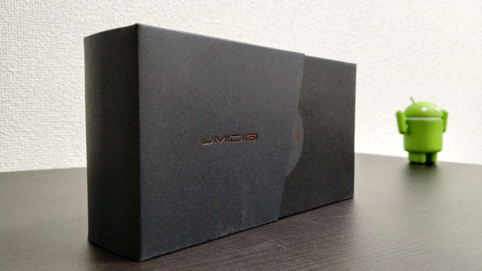 「UMIDIGI F1」の外箱