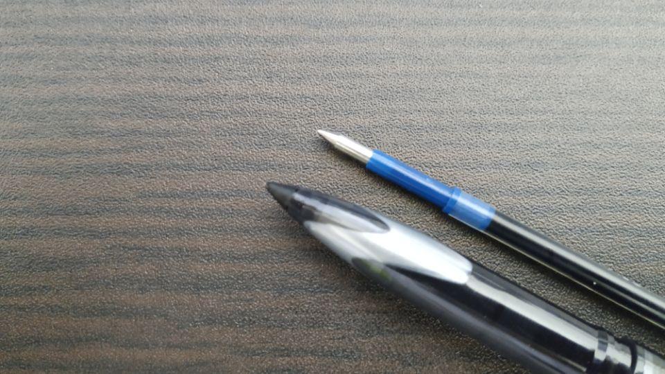 ボールペンのチップ部分のボールの素材と特性