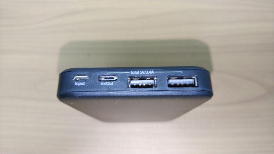 4つの接続端子がある「上部」