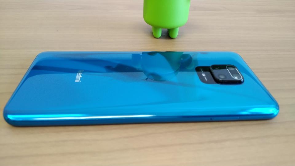 Xiaomi「Redmi Note 9S」の「横から背面」