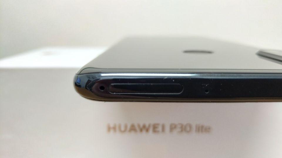 「HUAWEI P30 Lite」のSIMピンを利用する「SIMスロット」1
