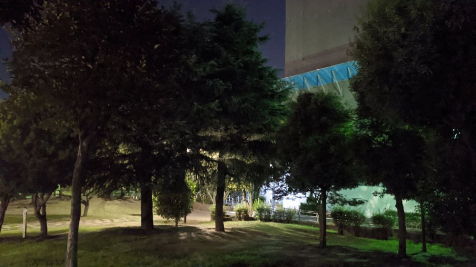 「Google Pixel 4a」の夜景比較写真