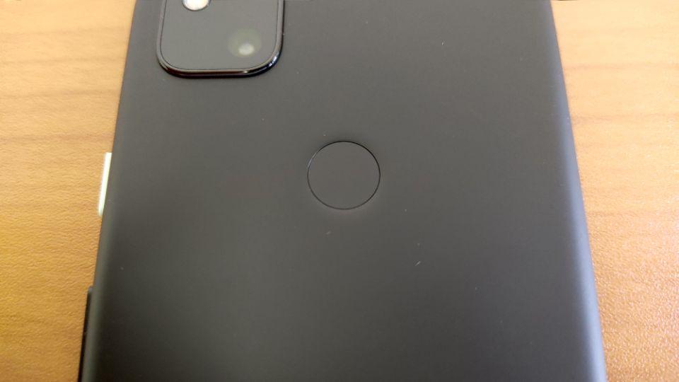 「Google Pixel 4a」の指紋センサー