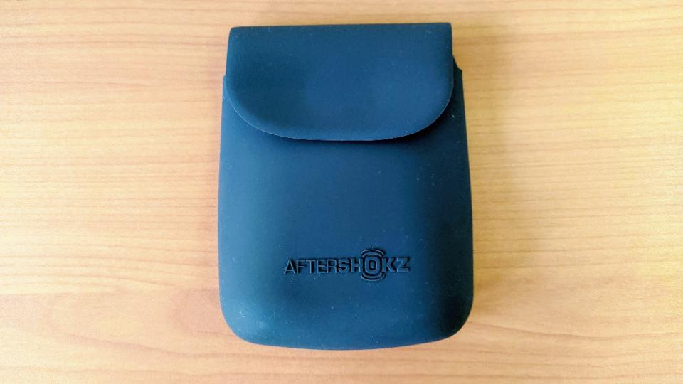 AfterShokz「AEROPEX」のポーチ