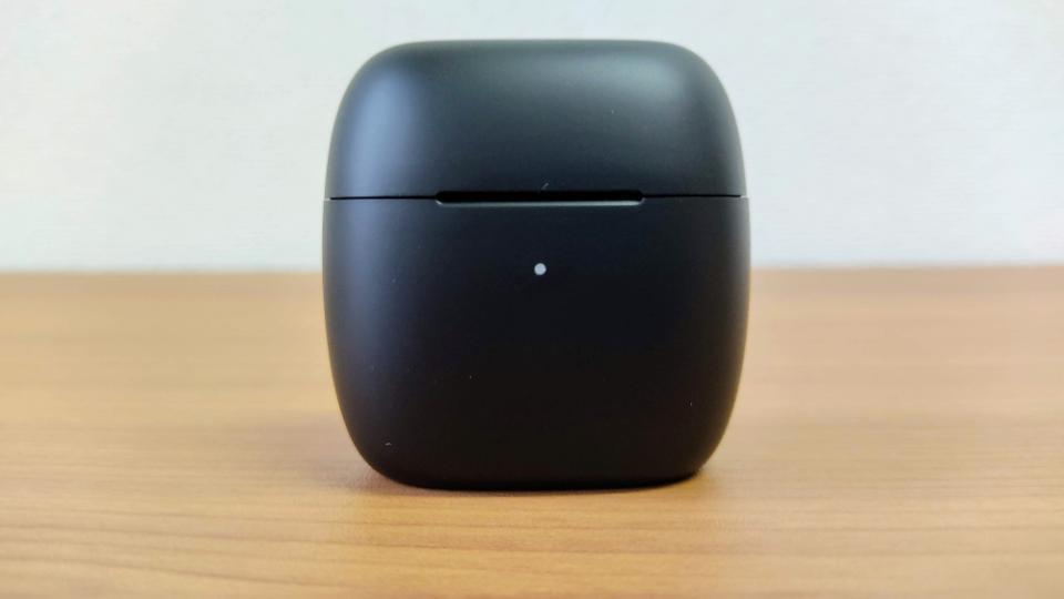「EarFun Air」の充電ケース
