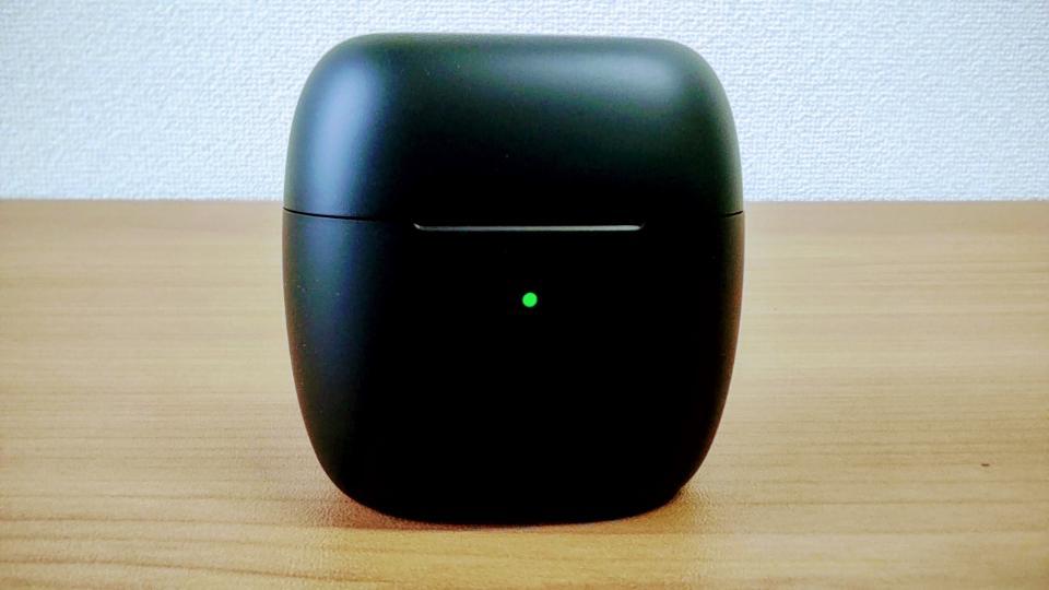 「EarFun Air」の充電ケースLED