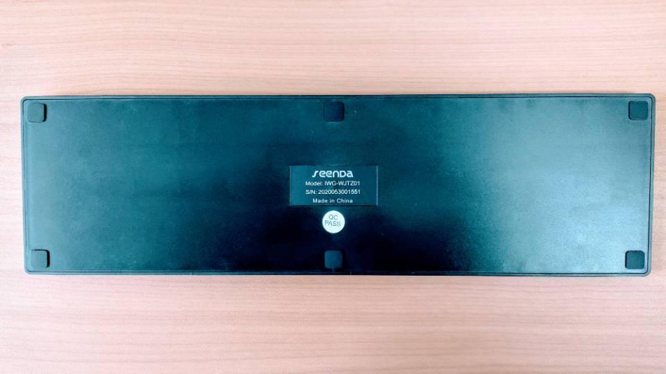 「SEENDAワイヤレスキーボード」の背面