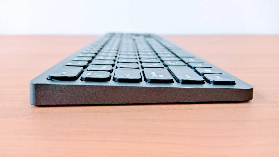 「SEENDAワイヤレスキーボード」のサイド