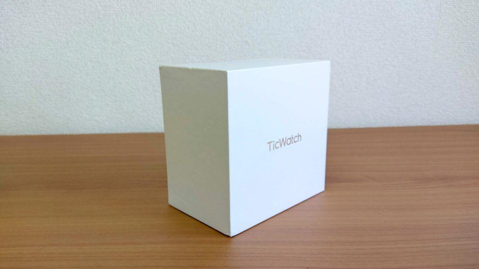 mobvoi「TicWatch C2」の外箱