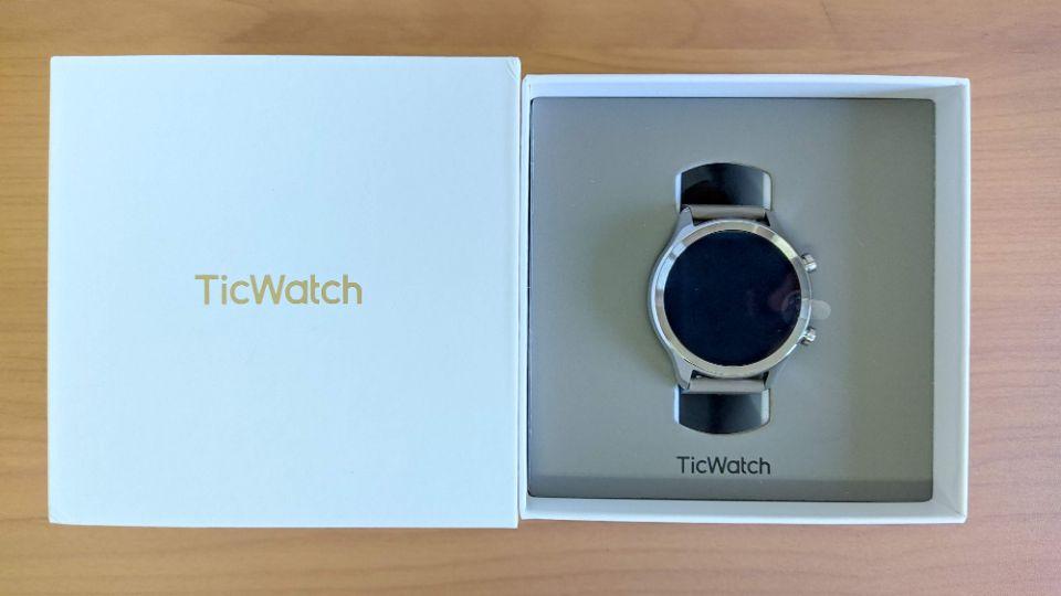 mobvoi「TicWatch C2」の内箱
