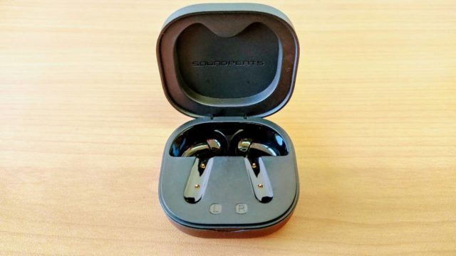 SoundPEATS「TrueAir2」の充電ケース開閉