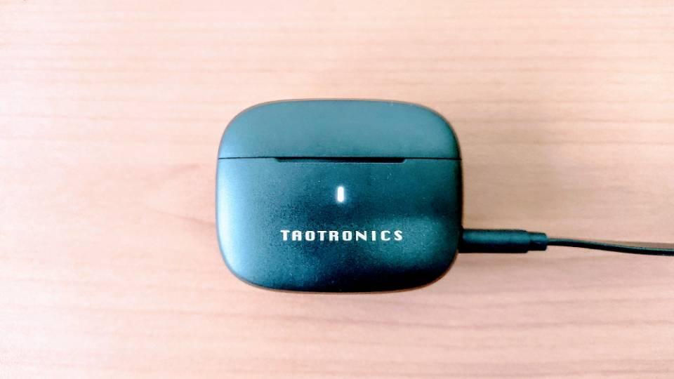 TaoTronics「SoundLiberty 97」のケースLEDランプ
