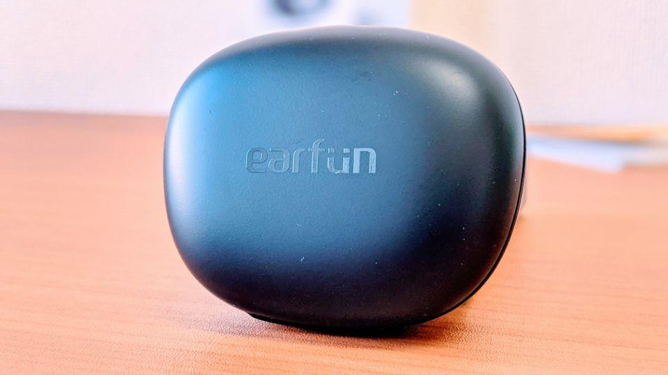 「EarFun Air Pro」の充電ケース