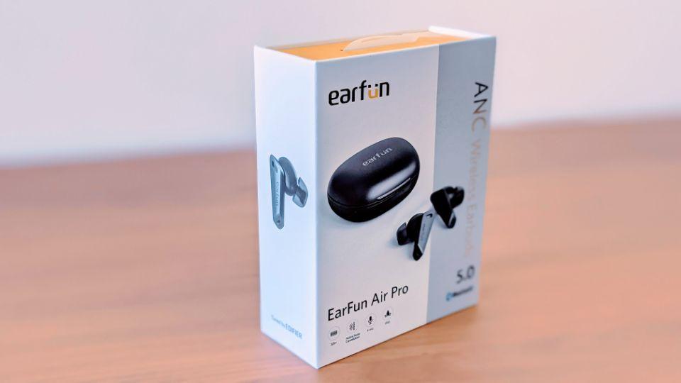 「EarFun Air Pro」の外箱