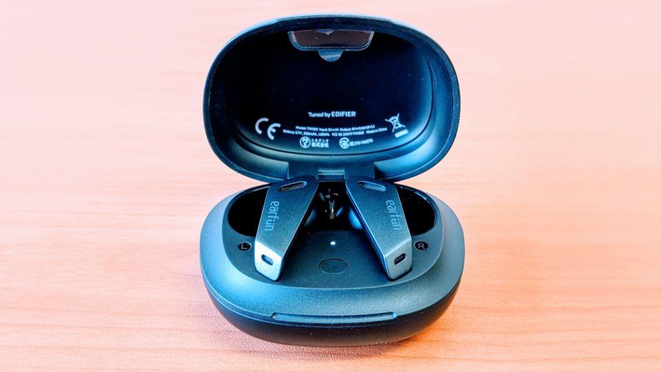 「EarFun Air Pro」のLEDランプ